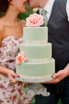 Looking for wedding cake ideas? And don't know what cake you need to pick up? We have an idea! Green mint color is a perfect color for a chic and elegant wedding. If you're a big fan of gentle colors and cute décor ideas, these wedding cakes are for you!