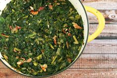 Couve à Mineira: Brazilian Garlicky Collard Greens Recipe Mustard Greens Recipe Southern, Cooking Mustard Greens, Turnip Greens, Collard Greens, Vegetable Dishes, Vegetable Recipes, Paleo Bacon, Cooking Recipes, Healthy Recipes