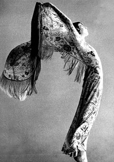 Anjelica Huston in Missoni for VOGUE, 1974 http://www.nomad-chic.com/search/index.html?term=caftan