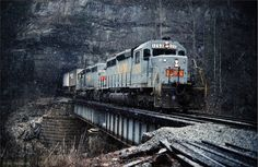 L & N Locomotive | SD40 leading TOFC train at Morley, TN, Jan 1979 -Jay Thompson