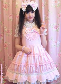Peachie really is a sweet princess. ^^ Hn senpai you look so pretttyyy Harajuku Fashion, Kawaii Fashion, Cute Fashion, Girl Outfits, Cute Outfits, Fashion Outfits, Estilo Lolita, Edwardian Clothing, Lolita Cosplay