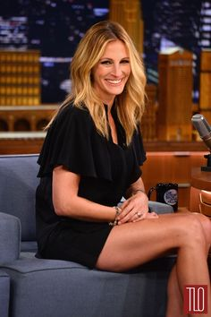 Julia Roberts Photos - Julia Roberts visits 'The Late Show Starring Jimmy Fallon' at Rockefeller Center on July 2014 in New York City. - Julia Roberts Visits 'The Tonight Show' Jimmy Fallon, Julia Roberts Pregnant, Cheveux Julia Roberts, Julia Roberts Hair, Celebrity Pictures, Celebrity News, Hollywood, Beautiful Celebrities, Beautiful People