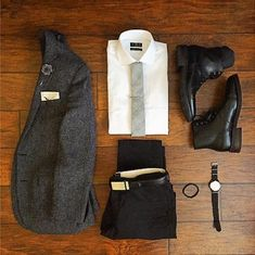 Gray jacket / Gray tie / White shirt / Black jeans / Black boots