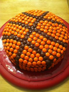 EASY Basketball Cake - using Reese's Pieces -- love this idea because I can use frosting instead of fondant and make any image I want.