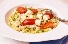 Savulohi-pestopasta Pasta Salad, Spaghetti, Tasty, Homemade, Chicken, Meat, Ethnic Recipes, Food, Drinks