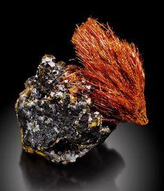 Ludlockite, (Fe++,Pb)As+++++2O6, Tsumeb, Namibia. Type locality