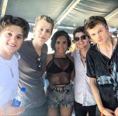 Demi et le groupe brittanique the vamps