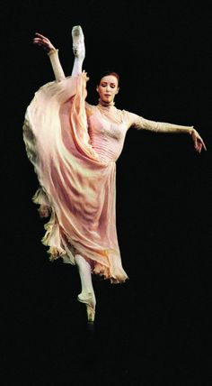 Sylvie Guillem in MacMillan's Winter Dreams. Royal Ballet, January 2003. © Laurie Lewis.
