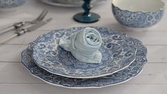 Looking for ways to add subtle blue accents? How about adding a blue napkin to your table settings. Fancy Napkin Folding, Crochet For Boys, Boy Crochet, Crochet Pattern, Dinner Napkins, Diy Home Crafts, Decoration Table, Table Settings, Tableware
