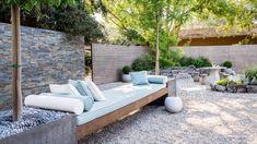 31 Zen Garden Ideas To Dress Up Your Landscape - A Green Hand You might wonder why is it a zen garden? Zen is the Japanese word for meditation. Zen Garden Design, Zen Design, Japanese Garden Design, Patio Design, Layout Design, Design Ideas, Stone Backyard, Large Backyard, Backyard Patio