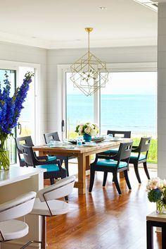 New England beach house designed by Peter Cadoux Architects (via House of Turquoise).