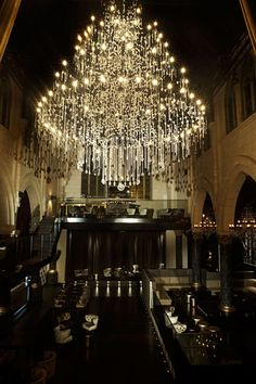Fantastic chandelier in the Spirito Martini night club in Brussels, a former Anglican church. Beautiful Lights, Luxury Interior, Gothic Interior, Masculine Interior, Interior Design, Modern Interior, Chandelier Lighting, Crystal Chandeliers, Bubble Chandelier