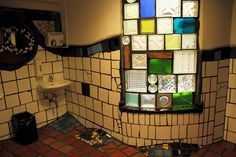 raam van glasblokken Hundertwasser | Petit Christ