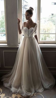 Source: http://www.modwedding.com/galleries/wedding-dresses/wedding-dresses-6-09092016-km/?ad=gad&index=17&tag=false&gallery=175426149&source=gallery