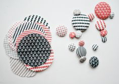 Tutorial Thursday: Easy Fabric Buttons with Armommy and Spoonflower!