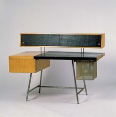 Model 4658 Home Office Desk designed by George Nelson, 1946 Funny Furniture, Console Furniture, Vintage Furniture, Decor Interior Design, Interior Design Living Room, Furniture Design, Room Interior, Bureau Design, George Nelson