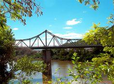 A ponte Aldo Pereira (construção 1929) recebeu material vindo da Alemanha e começou a operar como parte da ferrovia em 1954 ligando Blumenau a Itajaí (SC)