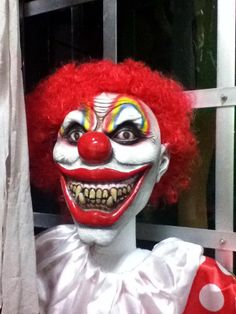 Really Creepy clown - ok I would NOT go near this at all!!!!!