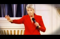 Jeanne Robertson Explains Why You Don't Trust Men With Luggage