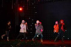 Tantsustuudio BLACK & WHITE! Tallinna Jõuluturul on kõigil lõbus!