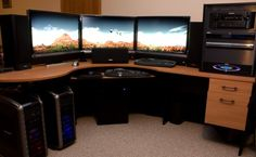 Stunning Eyefinity Setup With Three 30 Inch Monitors at 7680×1600 ---- Intel i7 960 ; EVGA E760 X58 Tri-SLI Classified motherboard ; 2x 1TB Western Digital Caviar Black HDDs ; 2x XFX 5870 XXX Crossfire ; 3x 30? XHD3000 at 7680×1600 in Eyefinity ; Axiom 7.1 Speakers