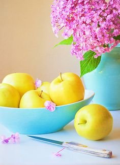 I don't like yellow apples but this picture sure is pretty