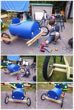 Cómo hacer un coche de carreras con un barril de plástico7 Soap Box Cars, Soap Boxes, Woody Games, Diy Boombox, Velo Retro, Barris, Diy Crafts For Home Decor, Diy Go Kart, Car Card