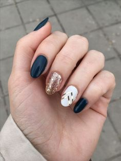 manicure | mani monday | glitter accent | nail design | nail art #GlitterFashion
