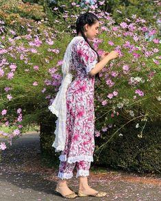 Punjabi dress Patiala Dress, Punjabi Dress, Punjabi Suits, Salwar Suits, Indian Designer Outfits, Indian Outfits, Designer Dresses, Kurti Sleeves Design, Kurta Neck Design