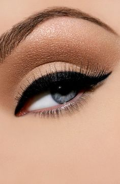 Simple, yet iconic eye make-up. One of my top three eye makeup looks! Pretty Makeup, Love Makeup, Makeup Looks, Neutral Makeup, Black Makeup, Gorgeous Makeup, Simple Makeup, Basic Makeup, Girls Makeup