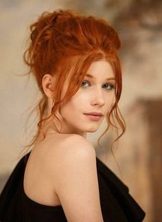 I ginger updo I messy bun I rood haar Stunning Redhead, Beautiful Red Hair, Gorgeous Redhead, Pretty Hair, Red Hair Woman, Redhead Girl, Strawberry Blonde, Ginger Hair, Redheads