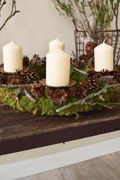 Red And Gold Christmas Tree, Christmas House Lights, Wooden Christmas Trees, Natural Christmas, Outdoor Christmas Decorations, Rustic Christmas, Christmas Diy, Minimal Christmas, Simple Christmas