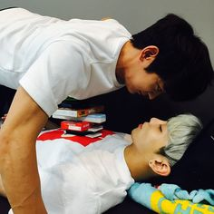 Key's IG: Don't sleep in front of Minho
