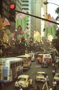 CARNAVAL DE 1974  Era um tempo em que a Avenida Rio Branco ainda era decorada para o carnaval.  Hoje, repito aqui, a Prefeitura abandonou o carnaval nas mãos de cervejarias que fizeram a festa em todos os sentidos do termo.