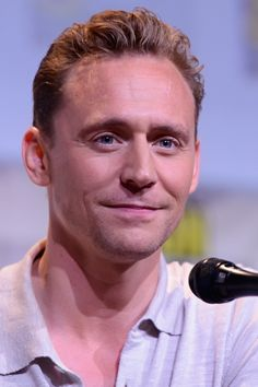 Tom Hiddleston at the Hall H panel for Kong: Skull Island at San Diego Comic Con, July 23rd 2016. Source: Tom Hiddleston US http://www.tomhiddleston.us/gallery/displayimage.php?album=781&pid=35995#top_display_media Click here for full resolution: http://www.tomhiddleston.us/gallery/albums/2016/events/230716ComicConStage/006.jpg
