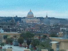 San Pietro fotografata dalle Scuderie Papali