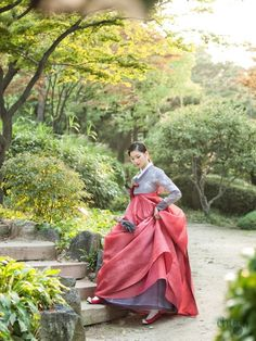 한복을 구입하신다면 아마도 많은 한복 집을 찾아보실 것 같습니다. 시중에 한복 집이 많은 곳을 찾기가 쉽... Korean Hanbok, Korean Dress, Korean Outfits, Korean Traditional Dress, Traditional Fashion, Traditional Dresses, Ethnic Outfits, Street Culture, Cute Korean