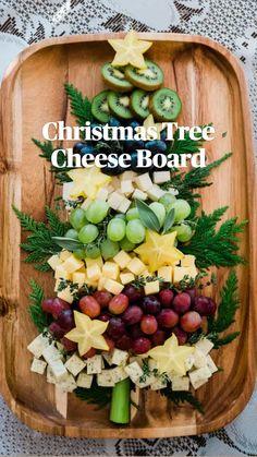 Christmas Party Table, Christmas Snacks, Christmas Brunch, Xmas Food, Christmas Appetizers, Christmas Cooking, Christmas Cheese, Elegant Christmas, Christmas Diy
