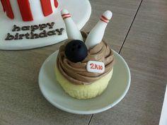 Bowling cupcake