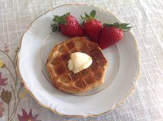 Cinnamon waffle with strawberries