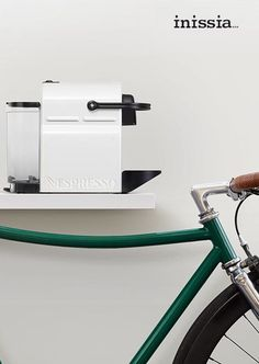 Nespresso Inissia Pure White | Compact in design, lightweight and equipped with an ergonomic handle, this coffee machine can go along for the ride.