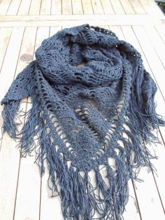 Pattern # to # a # Free # Dutch # Wrap Around # in # der Ananas-Stich. Crochet Shawls And Wraps, Knitted Shawls, Crochet Scarves, Crochet Clothes, Crochet Hats, Diy Crochet And Knitting, Crochet Wool, Free Crochet, Crochet Designs