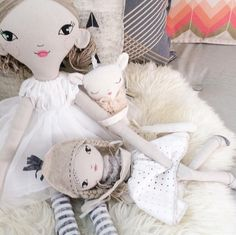 Saturday snuggles  #lola #dolls #ponyrider #hazeandhome #theselittletreasures #saturday #girlsroom #interior #cushions