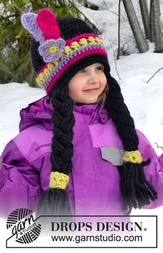 """Little Alawa - DROPS Carnival: Crochet DROPS Indian hat with braids and feathers in """"Eskimo"""". Size 1-10 years - Free pattern by DROPS Design"""