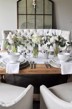 A easy to do table setting with flowers in focus
