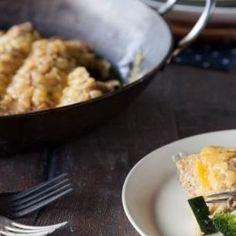 Bij deze hartige pannenkoek-ovenschotel worden de pannenkoeken gevuld met gehakt, groenten en Original Spices Curry Madras.