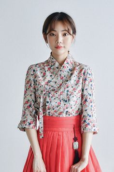 들꽃 저고리 Korean Traditional Dress, Traditional Fashion, Traditional Dresses, Korean Street Fashion, Asian Fashion, Oriental Fashion, Korean Dress, Korean Outfits, Cute Fashion