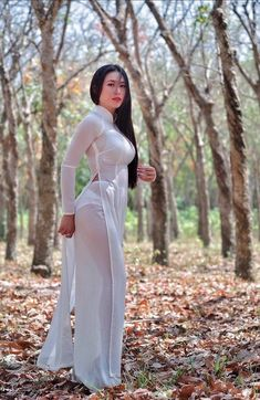 Pernas Sexy, Vietnamese Dress, Cute Asian Girls, Beautiful Asian Women, Ao Dai, Looks Style, Traditional Dresses, Asian Fashion, Asian Woman