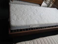 Bett mit Lattenrost und Matratze bei HIOB Muttenz  #Schnäppchen #Trouvaille