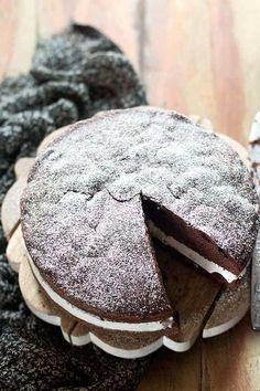 Torta paradiso al cioccolato farcita con crema - Ricetta Torta paradiso al cioccolato - Torta al cioccolato perfetta
